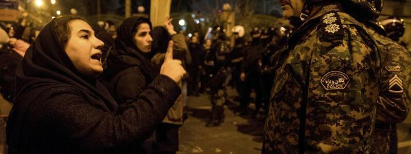 Proteste in Teheran - Foto: Mona Hoobehfekr/Iranian Students' News Agency, ISNA/AP/dpa