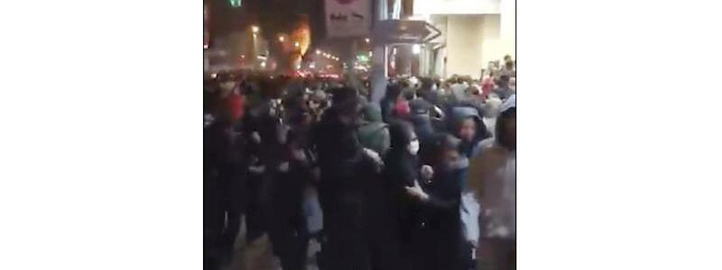 Polizei gegen Demonstranten - Foto: Uncredited/Center for Human Rights in Iran via AP/dpa