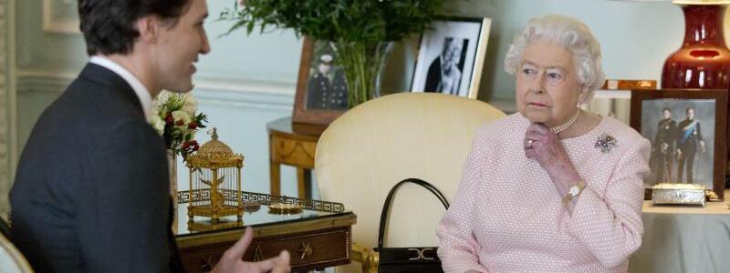Königin Elizabeth II. und Premierminister Trudeau - Foto: Yui Mok/PA Wire/dpa