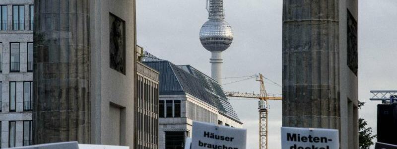 Demo gegen den Mietendeckel - Foto: Fabian Sommer/dpa