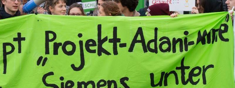 Protest gegen Siemens - Foto: Julian Stratenschulte/dpa