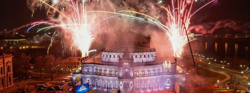 Feuerwerk - Foto: Uwe Soeder/SZ/dpa