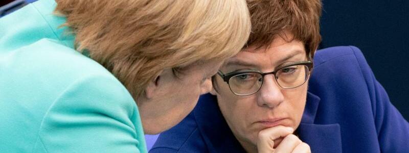 Merkel und Kramp-Karrenbauer - Foto: Kay Nietfeld/dpa/Archiv