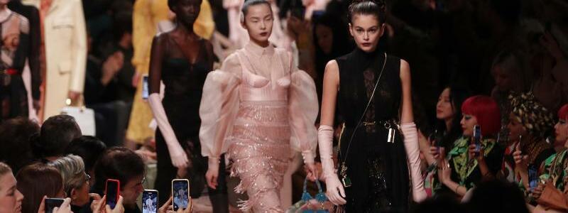 Mailand Fashion Week - Fendi - Foto: Antonio Calanni/AP/dpa