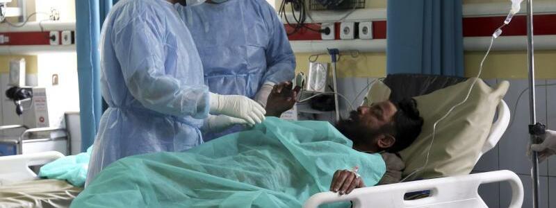 Verletzt durch Schusswunden - Foto: Tamana Sarwary/AP/dpa