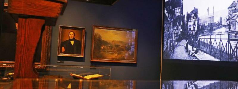 Ausstellung 200 Jahre Friedrich Engels - Foto: Oliver Berg/dpa