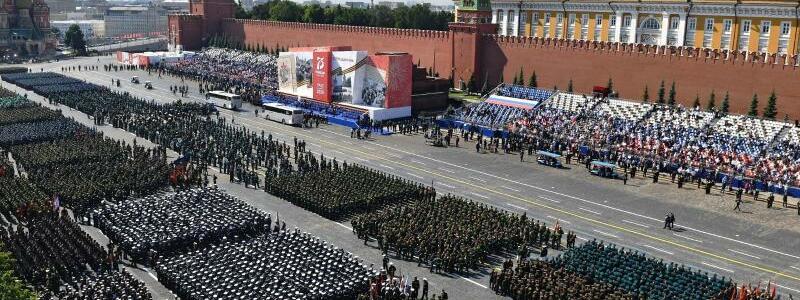 Parade-Formationen - Foto: Mikhail Voskresenskiy/Host Photo Agency/dpa