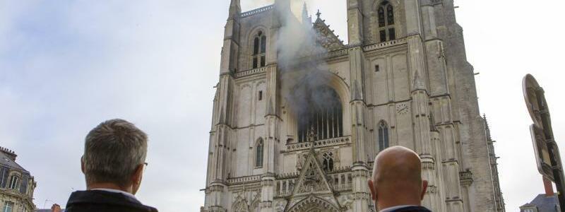 Rauch - Foto: Laetitia Notarianni/AP/dpa