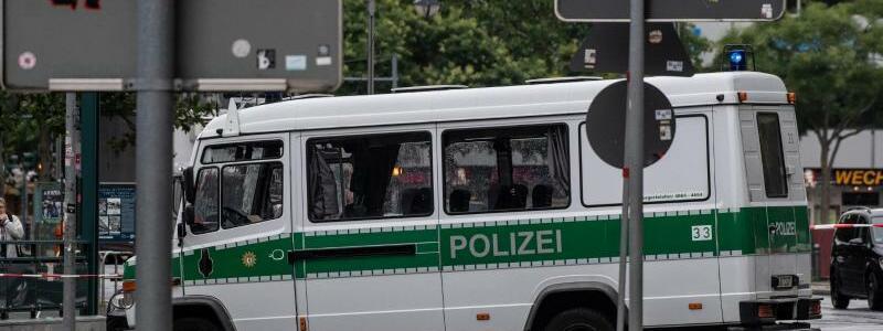 Auto fährt in Menschengruppe - Foto: Paul Zinken/dpa-zb-zentralbild/dpa