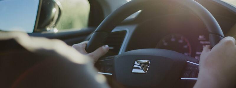 Der Verbandskasten im Auto sollte immer auf dem neuesten Stand gehalten werden. - Foto: pixabay.de © Hans Braxmeier