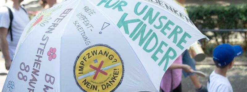 Protest gegen Impfungen - Foto: Sebastian Gollnow/dpa