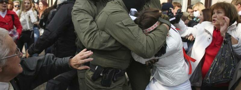Wieder hartes Durchgreifen der Polizei - Foto: -/Tut.by/AP/dpa