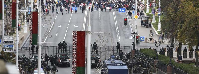 Konfrontation - Foto: -/AP/dpa