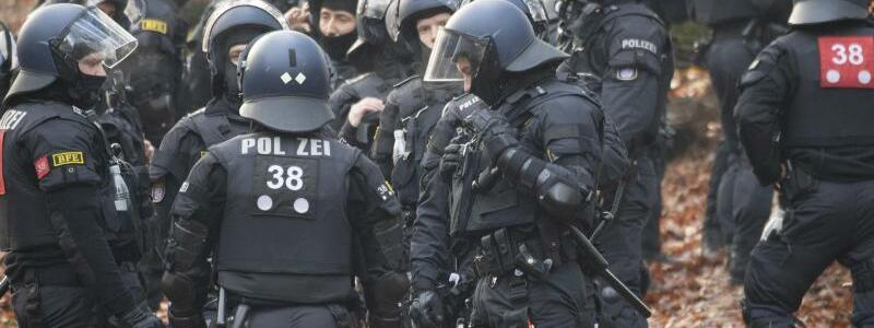 Polizeieinsatz - Foto: Boris Roessler/dpa