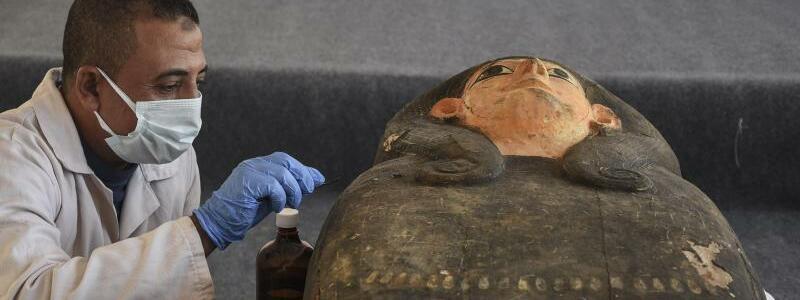 Antike Sarkophage in ?gypten - Foto: Mohammed Fouad/dpa