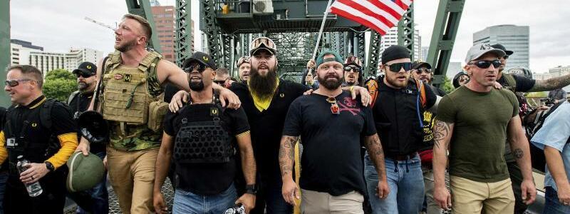 Proud Boys in Portland - Foto: Noah Berger/FR34727 AP/dpa