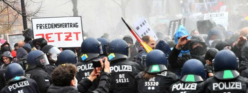 Demonstration gegen Corona-Einschr?nkungen - Foto: Paul Zinken/dpa