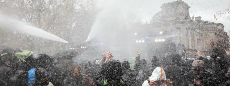 Demonstration gegen Corona-Einschr?nkungen - Foto: Christoph Soeder/dpa
