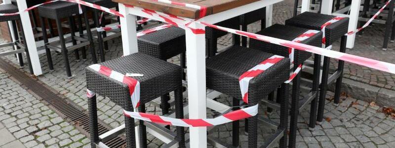 Restaurants bleiben dicht - Foto: Bernd W?stneck/dpa-Zentralbild/dpa