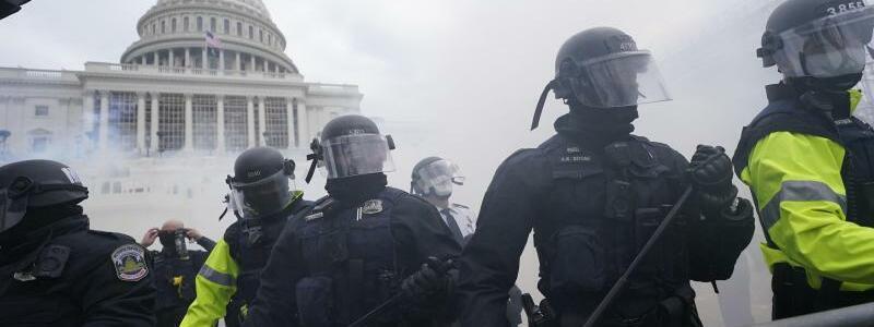 Chaos am Kapitol - Foto: Julio Cortez/AP/dpa