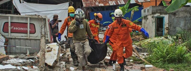 Erdbeben in Indonesien - Foto: Azhari Surahman/AP/dpa