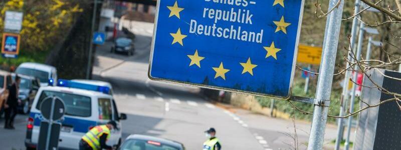 Grenz?bertritt - Foto: Oliver Dietze/dpa