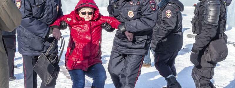Festnahme - Foto: Igor Volkov/AP/dpa