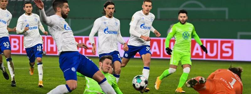 VfL Wolfsburg - FC Schalke 04 - Foto: Swen Pf?rtner/dpa