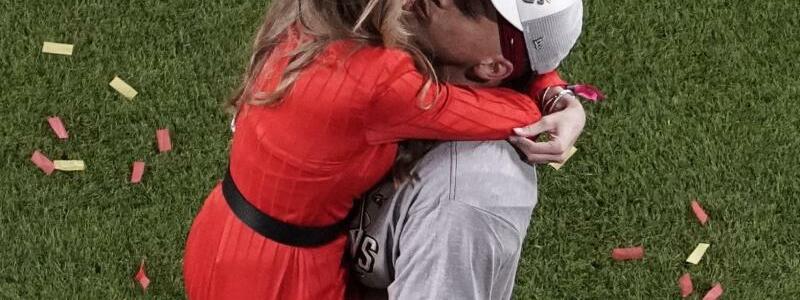 Patrick Mahomes und Brittany - Foto: Morry Gash/AP/dpa