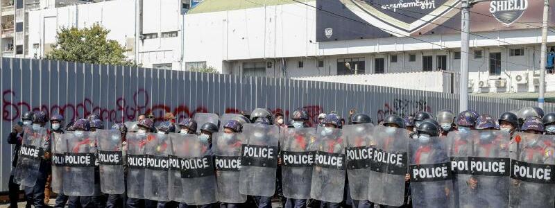 Proteste gegen Putschisten in Myanmar gehen weiter - Foto: Str/AP/dpa
