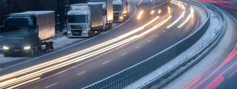 Autobahn A2 - Foto: Julian Stratenschulte/dpa