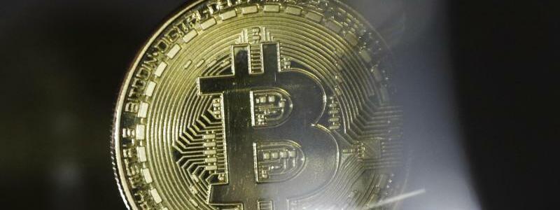 Bitcoin-M?nze - Foto: Ina Fassbender/dpa/Symbolbild