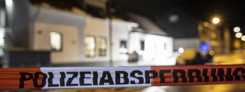 Wohnhausbrand in Radevormwald - Foto: Christoph Reichwein/dpa