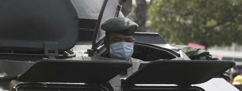 Milit?rpr?senz - Foto: Uncredited/AP/dpa