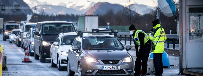 Grenzkontrollen zu Tirol - Foto: Matthias Balk/dpa