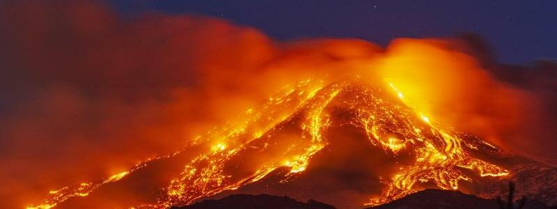 Vulkan ?tna auf Sizilien ausgebrochen - Foto: Salvatore Allegra/AP/dpa