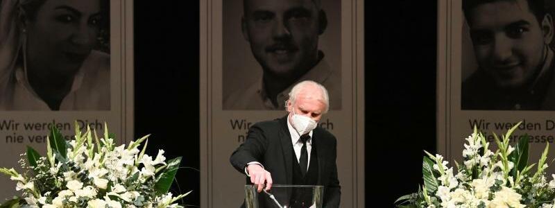 Gedenkfeier f?r die Opfer von Hanau - Foto: Boris Roessler/dpa
