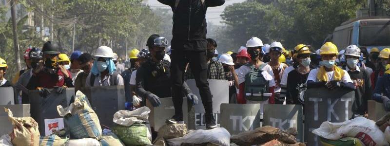 Barrikade - Foto: Str/AP/dpa