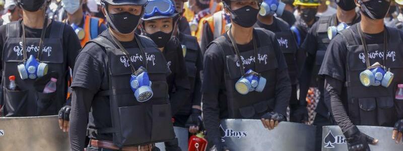 Anti-Coup-Demonstranten - Foto: Uncredited/AP/dpa