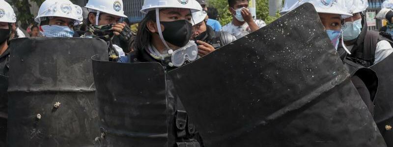 Demonstranten - Foto: Str/AP/dpa