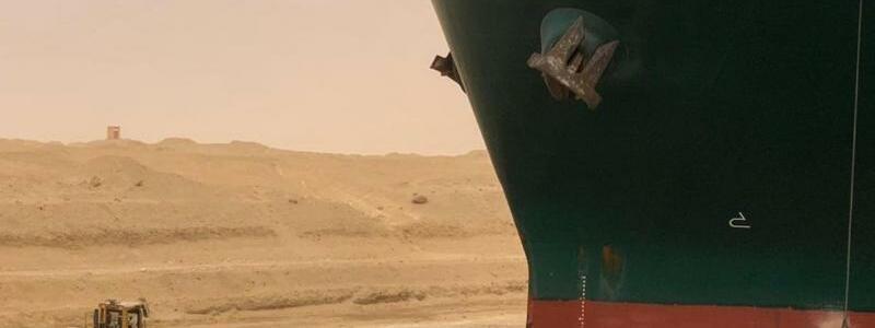 Containerschiff blockiert Suezkanal - Foto: -/Suez Canal Authority via Egyptian Cabinet Facebook Page/dpa