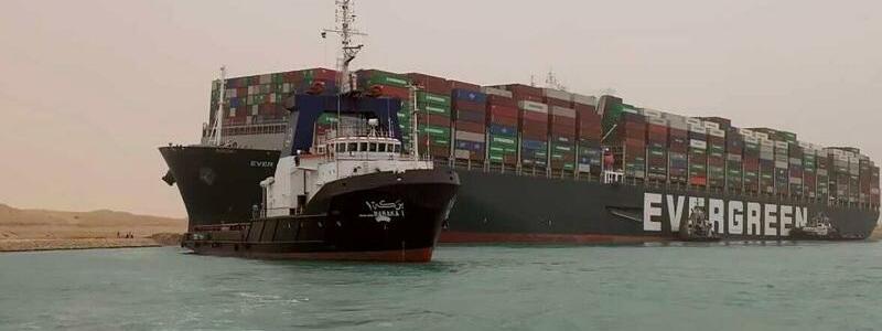 Containerschiff blockiert Suezkanal - Foto: Uncredited/Suez Canal Authority/AP/dpa