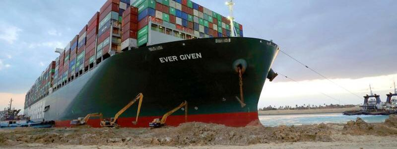 Containerschiff - Foto: Suez Canal Authority/dpa