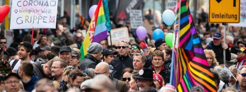 Demonstration - Foto: Christoph Schmidt/dpa