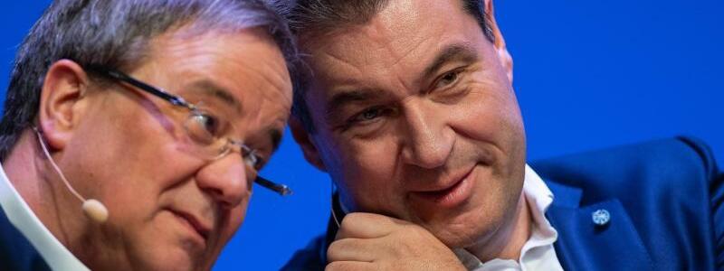 Armin Laschet und Markus S?der - Foto: Guido Kirchner/dpa/Archivbild