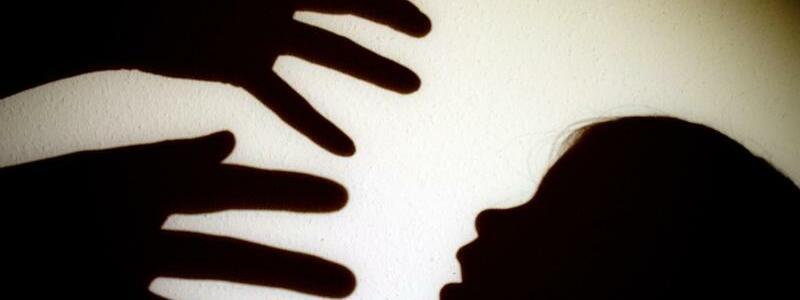 Kindesmissbrauch - Foto: Patrick Pleul/dpa/Symbolbild