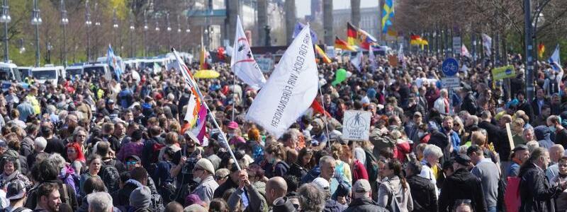 Demonstration gegen  Corona-Beschr?nkungen - Foto: J?rg Carstensen/dpa