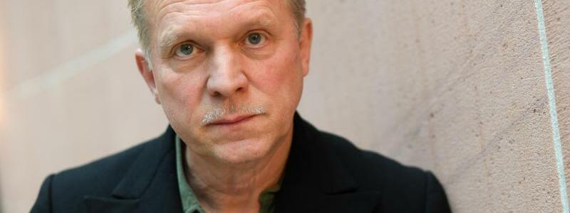 Ulrich Tukur - Foto: Arne Dedert/dpa