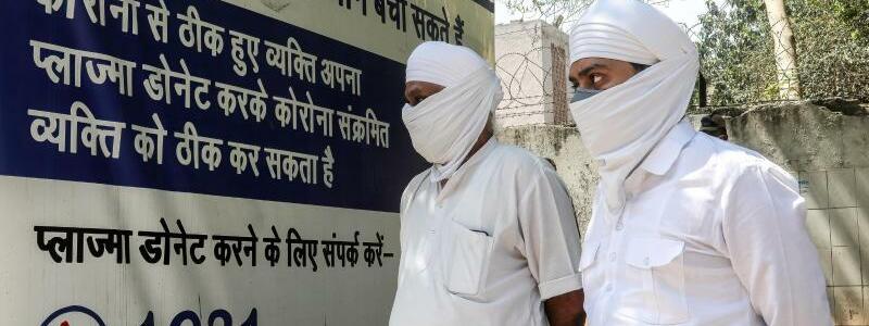 Vor dem Krankenhaus - Foto: Naveen Sharma/SOPA Images via ZUMA Wire/dpa