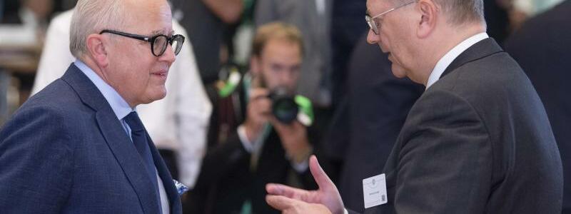 Fritz Keller und Reinhard Grindel - Foto: Boris Roessler/dpa